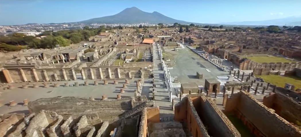 Pompei City Center Atmosphere