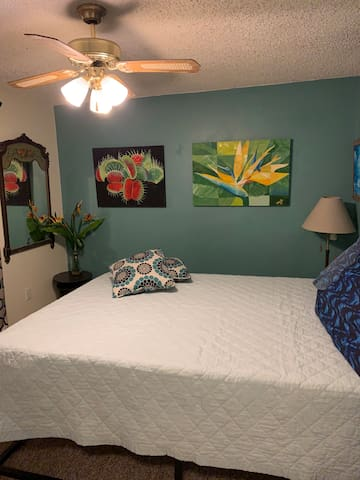 OASIS ROOM - COMFORTABLE MEMORY FOAM BED