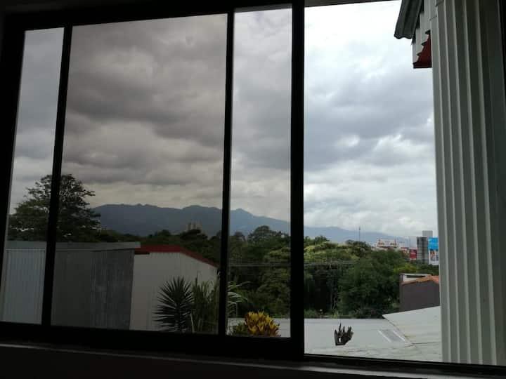 Habitación con garaje para una mujer en Guadalupe