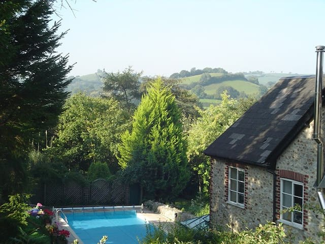 Holiday cottage, fabulous views, pool (May-Sep)