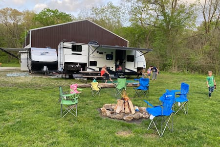 Private campsite on 70 acres! 2 campers and barn!