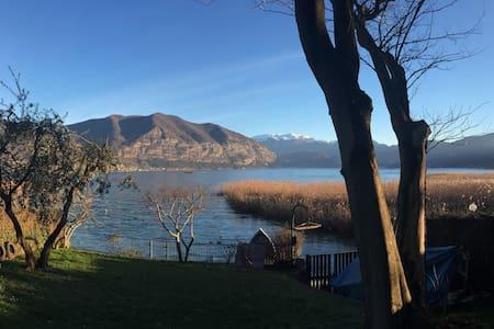 villa in riva al lago d'iseo - Iseo