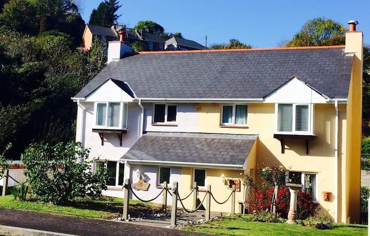 Three Bed Cottage near the Sea, Hele , Ilfracombe