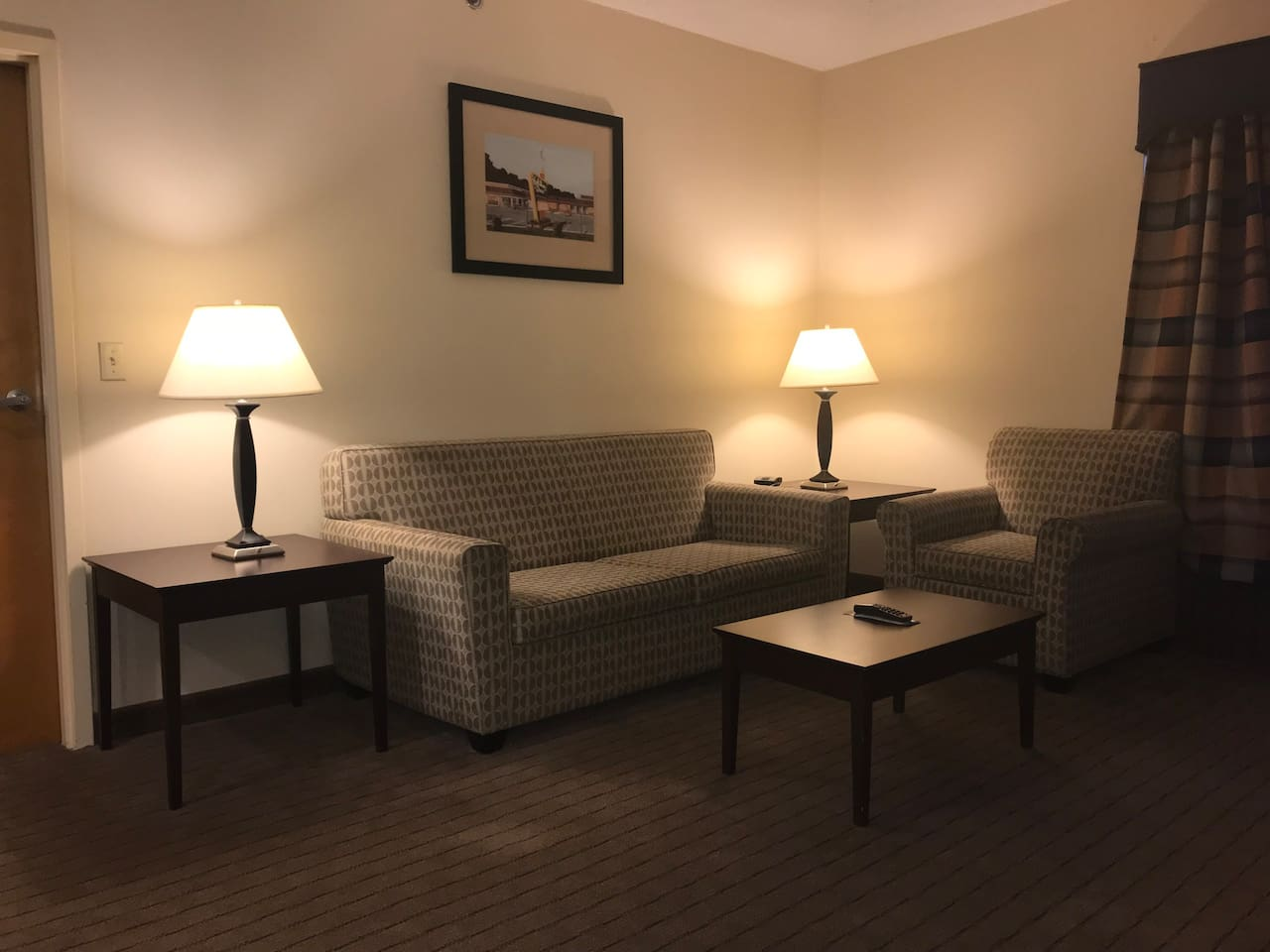 2 rooms suite with jacuzzi tub and gym access - Hotels for Rent in ...