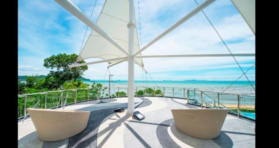 Nice & Simple (A bedroom studio Beach Front Condo)