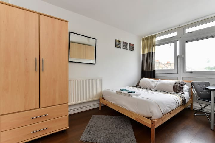Double Room 16 - near Tower of London & Shoreditch