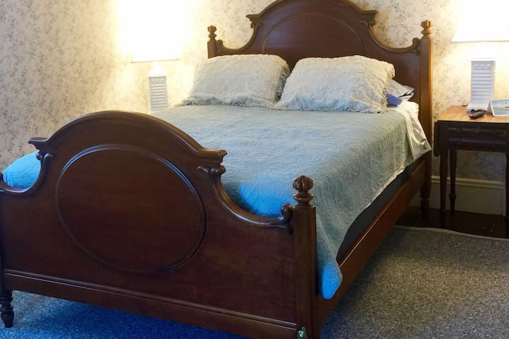 Cassatt offers spacious room, two large windows. Beauty rest mattress protected with allergen/bedbug proof. Line dried linin. Large tv w/ Netflix access and a personal fridge to keep your drinks cool. Enjoy a sea breeze in the afternoon.