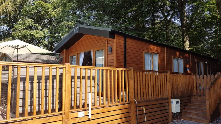 Lodge with Hot Tub, White Cross Bay, Lake District