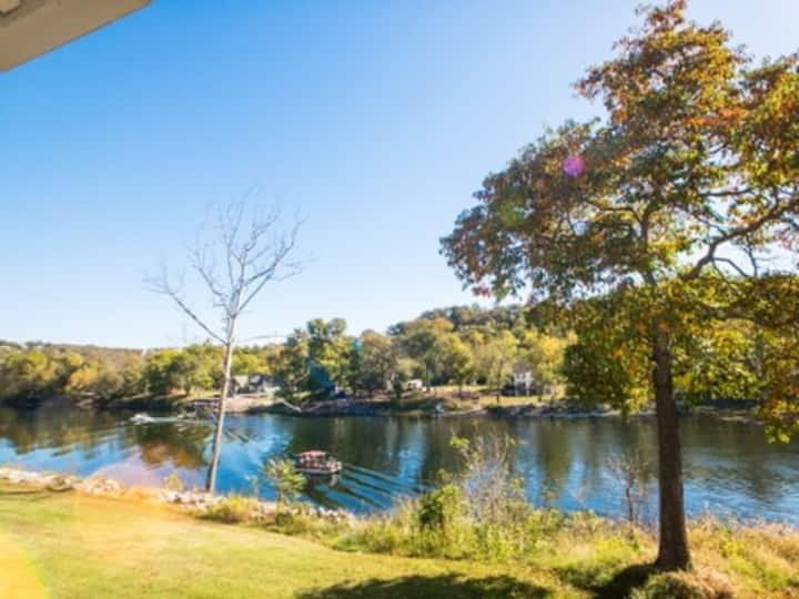Lake Side Relaxing Remodeled Condo
