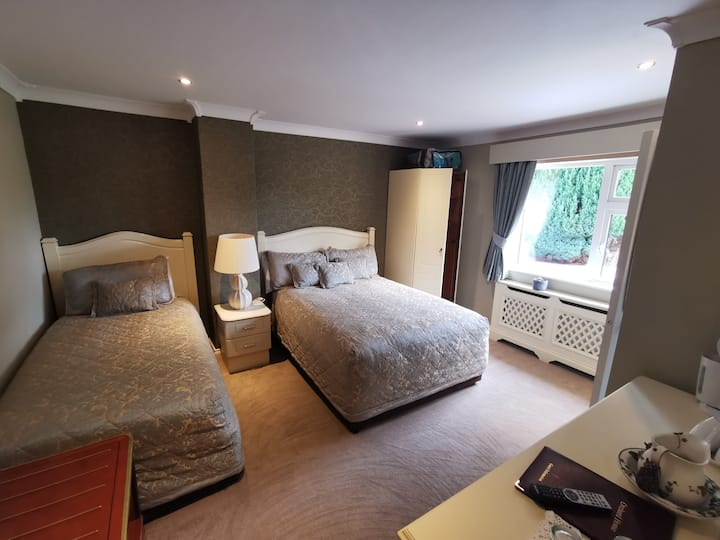 1 Double Bed and 1 Single Bed with En-Suite