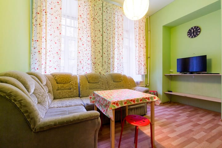 Flat near Central railway station for 6 people