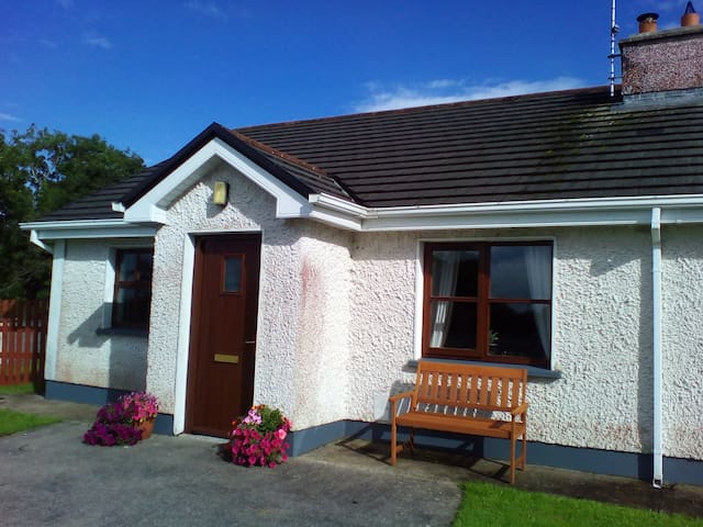 Wild Atlantic Haven, cosy home nr. Ballina & Beach