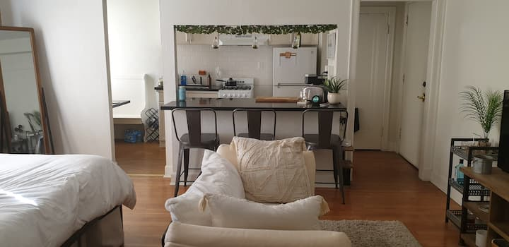 Furnished studio in the heart of Glendale