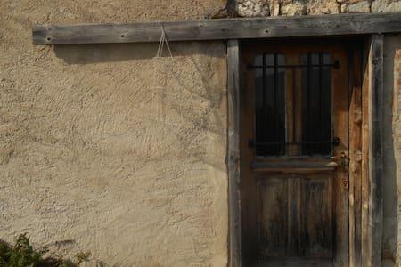 La vieille loge du Risoux - Les Rousses - Dağ Evi
