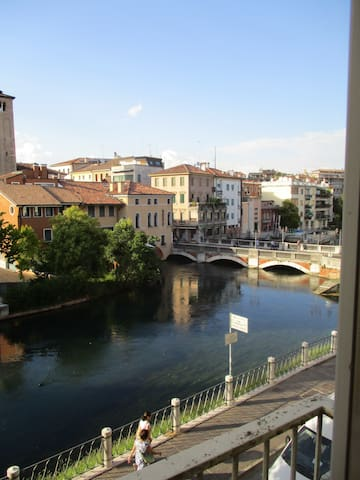 Big room with great view 30 min to Venice - Treviso - Apartamento