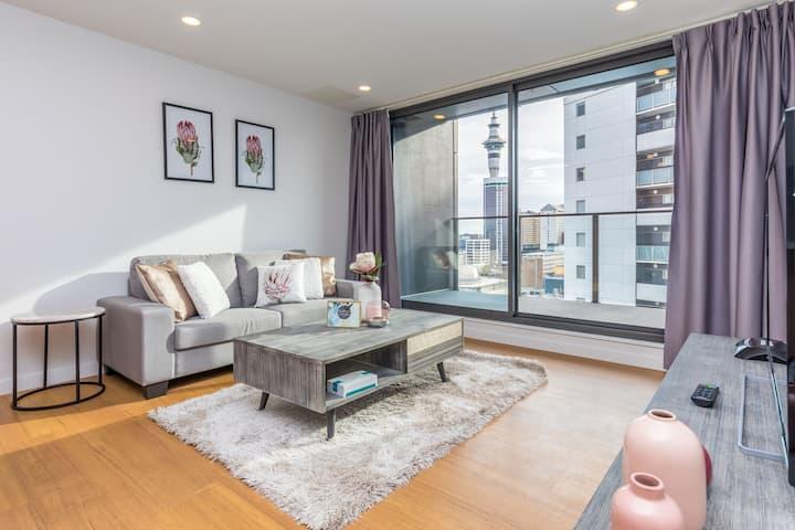 Q5/Deluxe 2 Bedrooms Apt@Queen Street/City Center