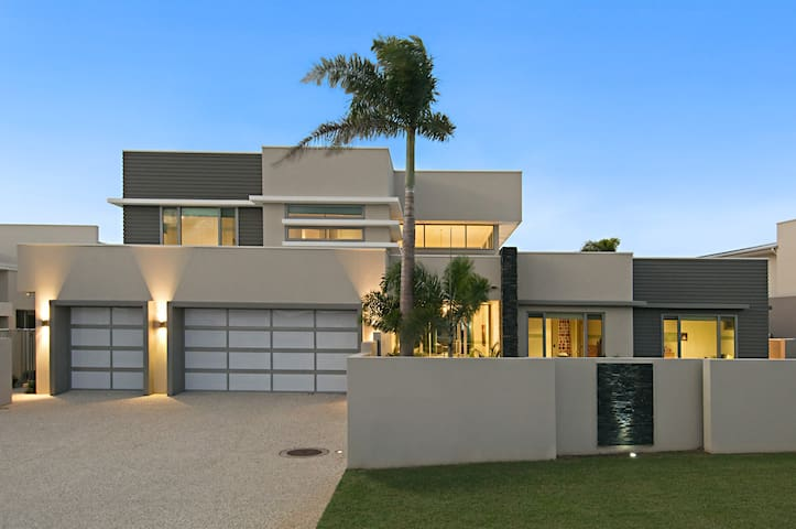 Modern Luxury Home, Pelican Waters, Sunshine Coast - Pelican Waters - บ้าน