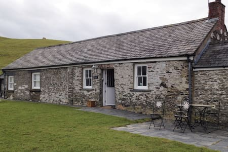 """Felinwynt"": cosy cottage, stunning mountain views - Ceredigion - Μπανγκαλόου"