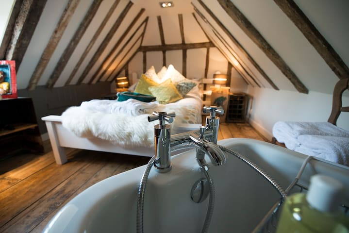 Deluxe Niddy Suite at The Woolpack Inn