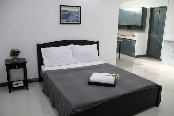 :o) Enormous Studio by Cash n Carry Mall Makati