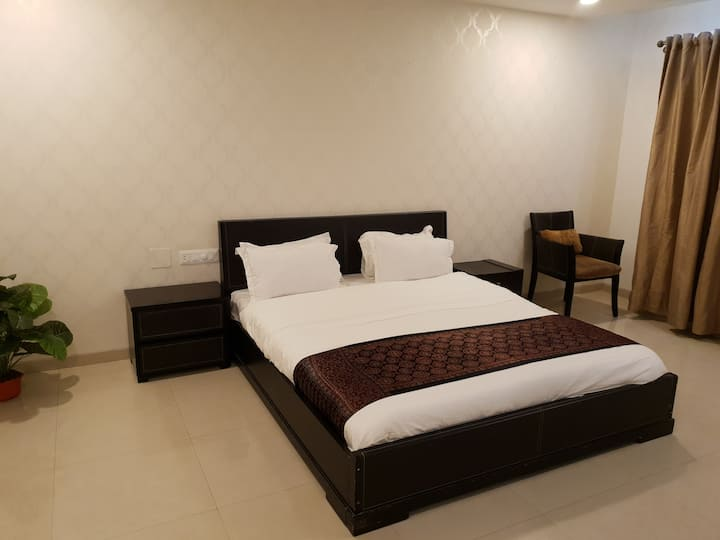 Luxurious Room in Malad