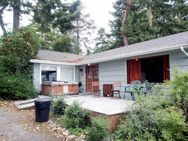 Waterfront, rustic cottage for a perfect Whidbey getaway (172) - 172