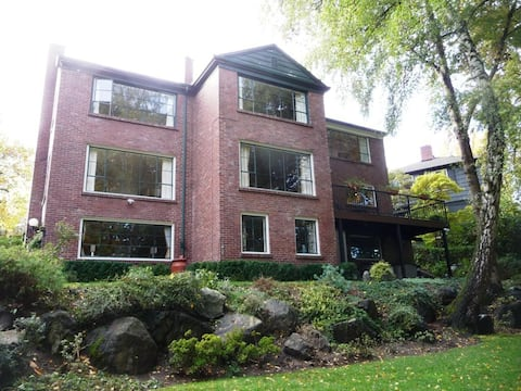 Large One Bedroom Apartment in House on Arboretum