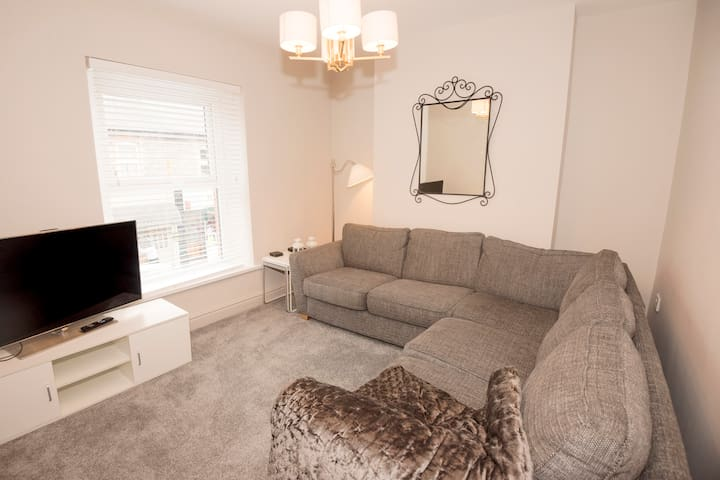 Penarth apartment - a short drive from Cardiff!