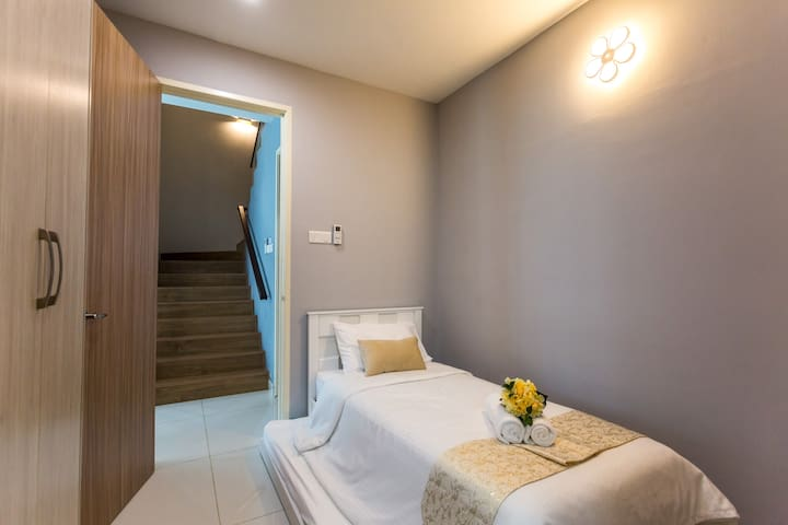 Grd Floor Airconditioned Guest Room Single Bed & a Pullout Bed & Aircond