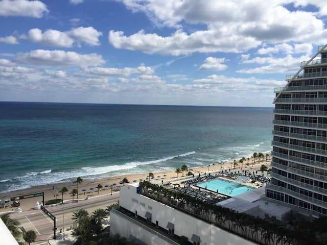 King Suite w/kitchen/ 2bed Fort Lauderdale Hilton - Fort Lauderdale - Apartament