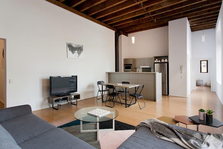 Large New York style loft apartment in CBD