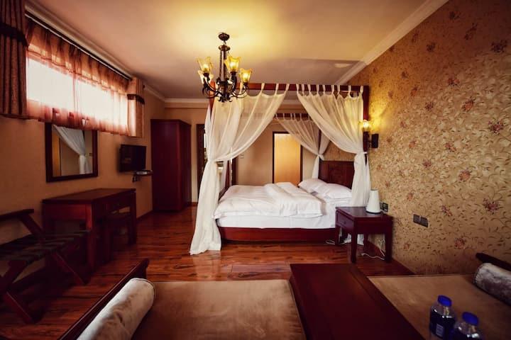 香格里拉古城庭院豪华大床房(免费接机)