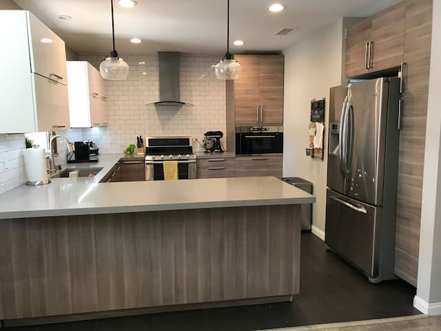 Gorgeous Renovated 3Br/2B Home, South of the Blvd!