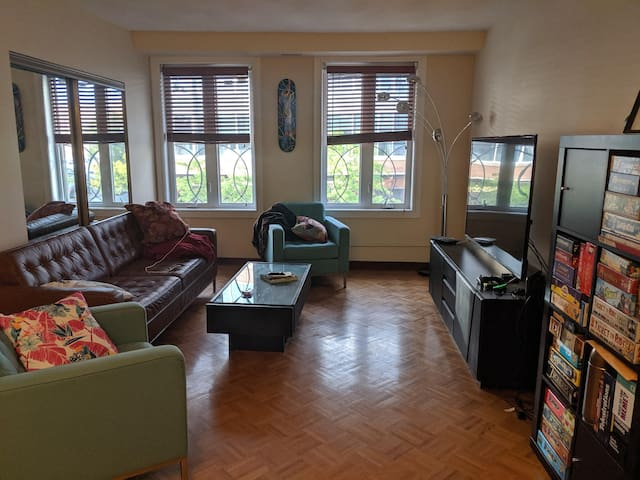 Spacious room in a beautiful bright apartment