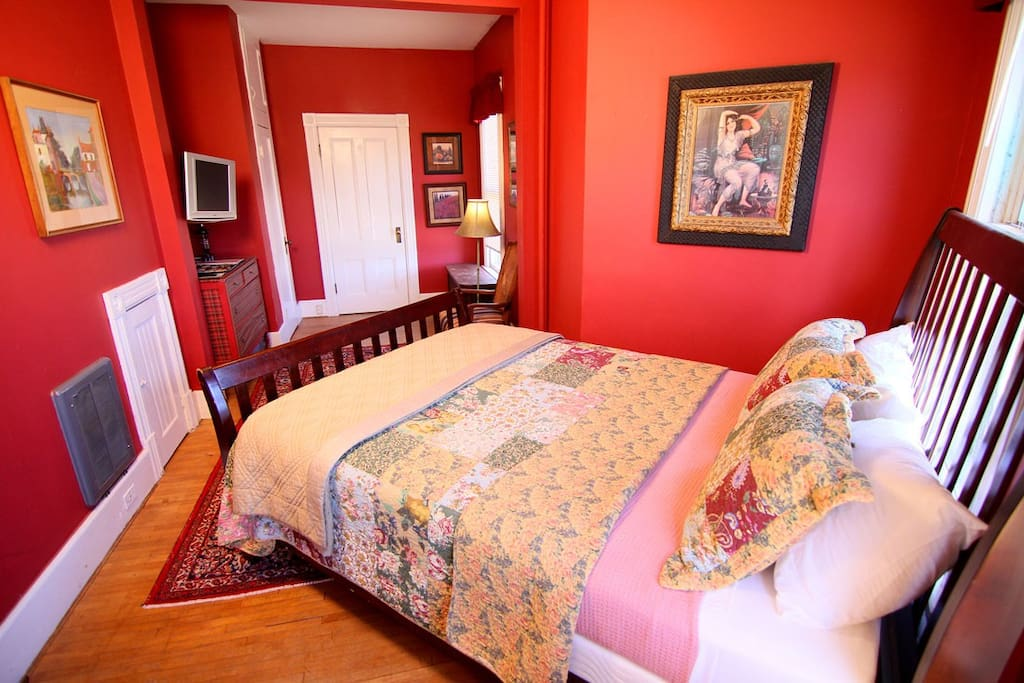 Windham room: queen bed, private bathroom.