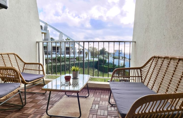 MODERN STUDIO WITH SEA VIEW AT LA GRANDE-MOTTE, FOR 2 PEOPLE.