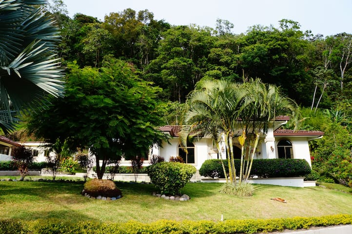 Luxurious Valle Escondido Home - Boquete - Huis