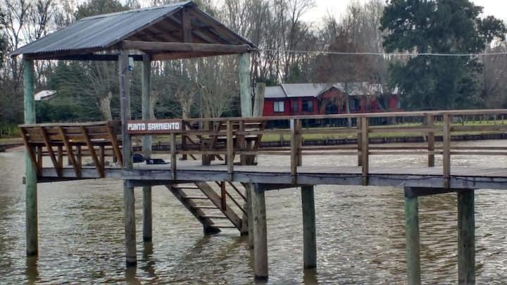 """Cabaña """"Punto Sarmiento"""" en el delta de tigre."""