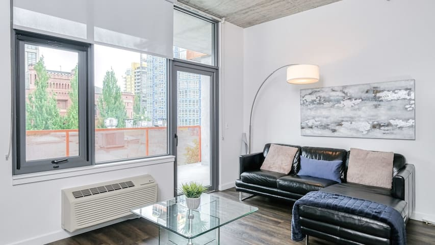 Ultra-modern 1BD in downtown Portland good for extended stays