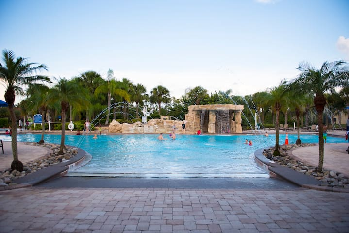 Resort amenities + private pool! 15min to Disney!!