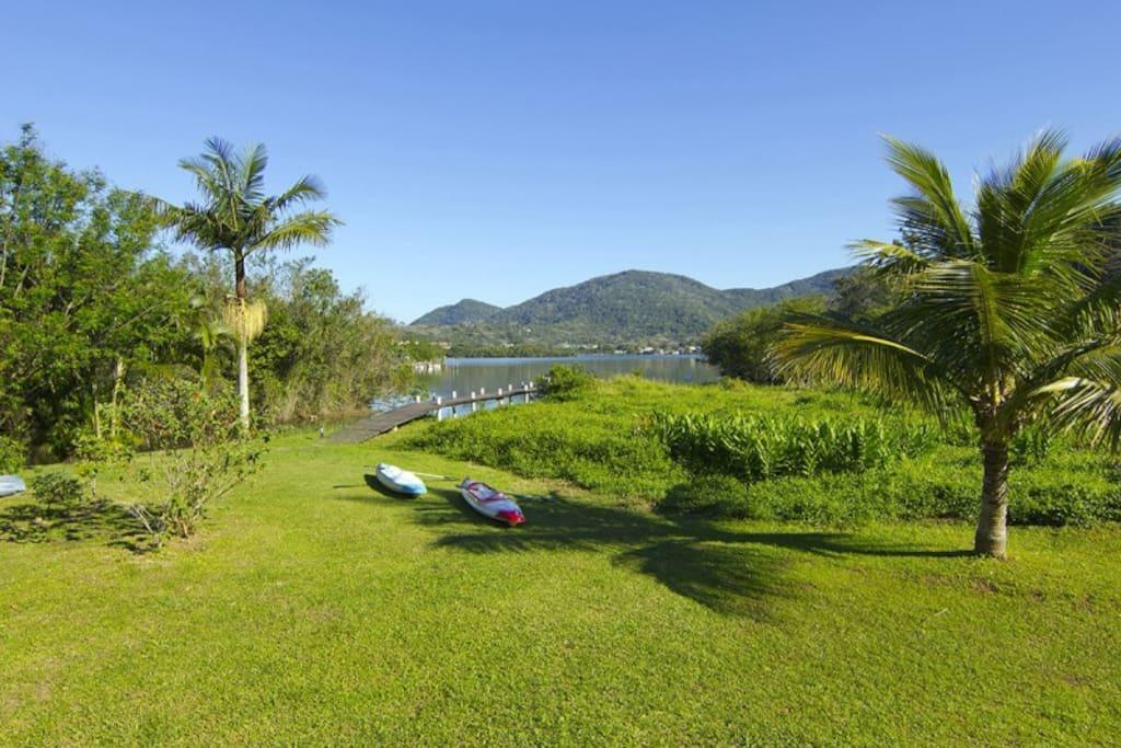 Acesso à Lagoa da Conceição para prática de esportes e passeios aquáticos