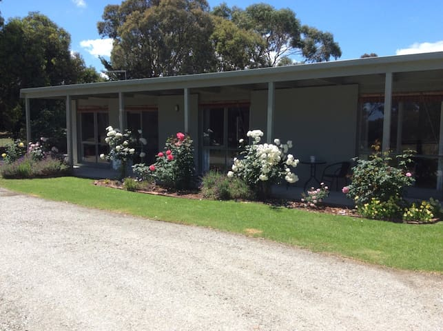 Tooradin Unit  'Fairwind'  5 acre property