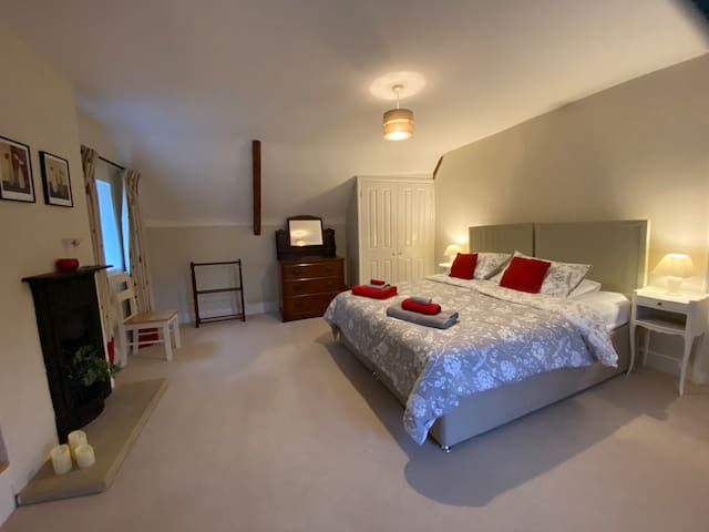 The larger bedroom can be made up as a superking or twin room.