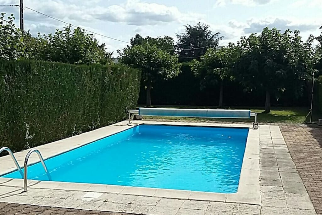 Swimming pool (available May-October)