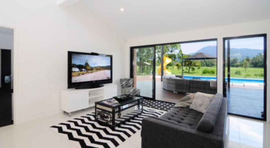 Luxury Family Home with Pool & View - North Nowra