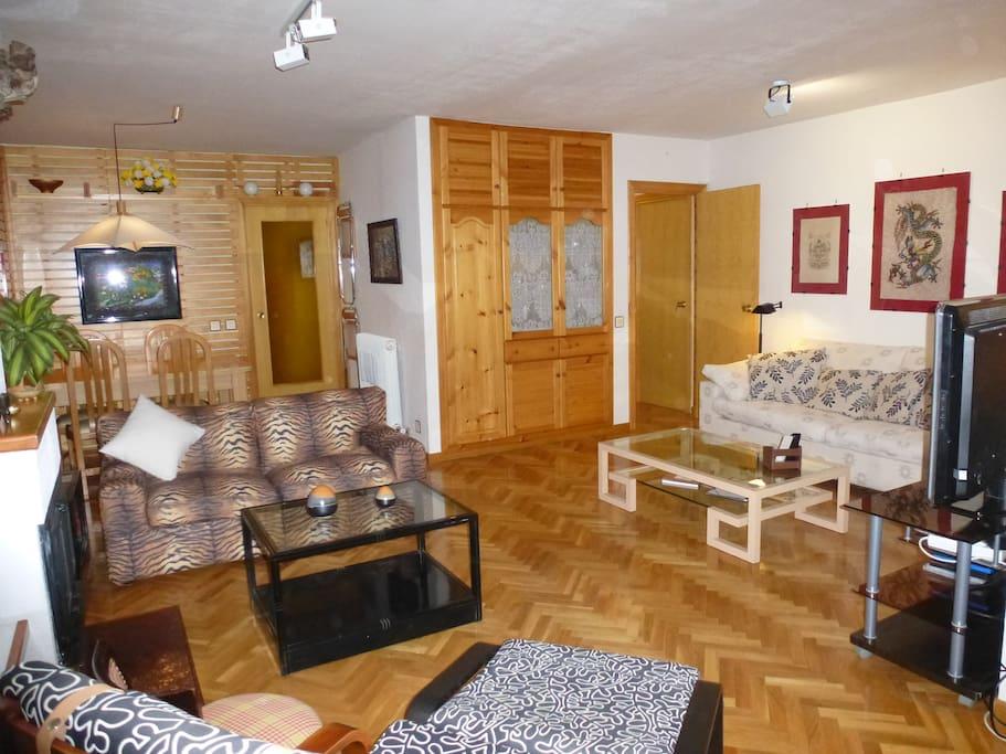 Apartamento en jaca esqui piscina garaje vistas for Piscina jaca