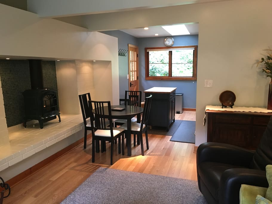 dining space, kitchen