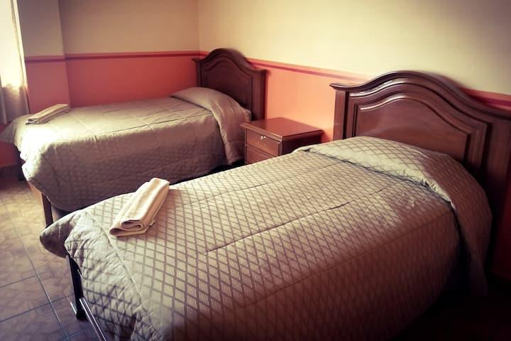 Habitacione Simples Dobles Triples- Hotel Santiago