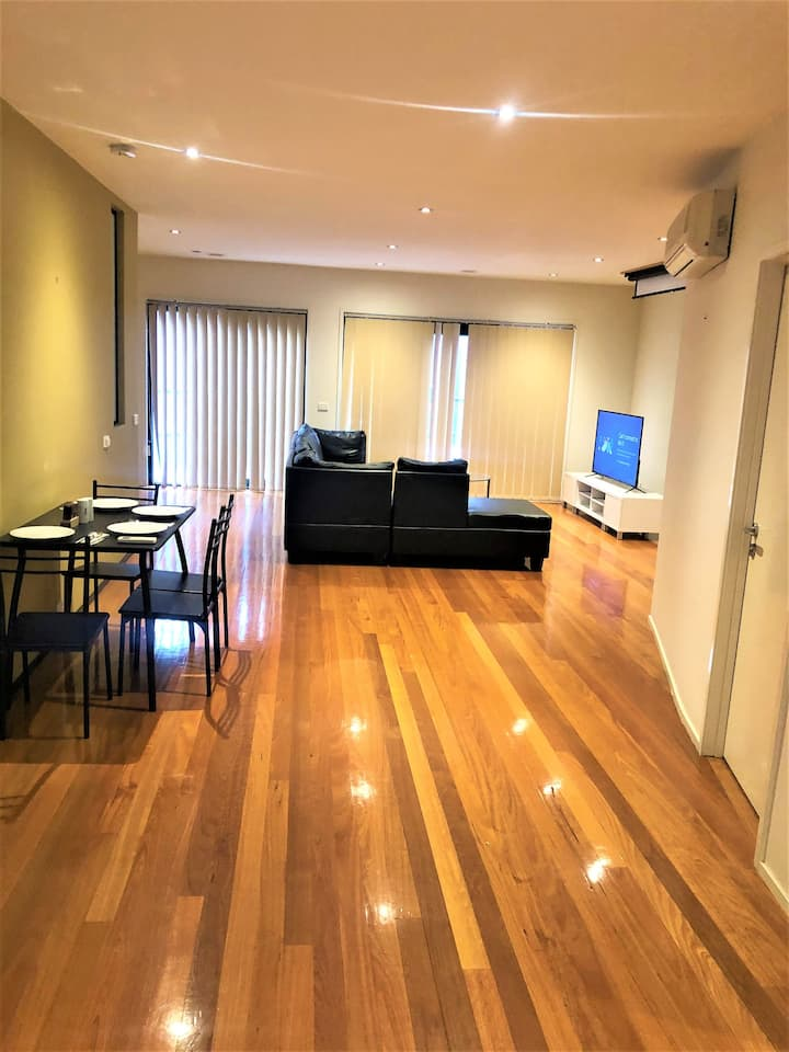 Spacious 3 Bedroom Penthouse in St. Kilda