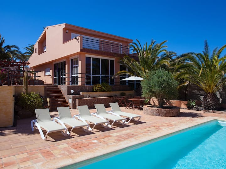 Fantastic villa with views and large private pool